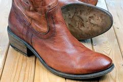 Par av klassiska kängor för läderbruntcowboy Royaltyfria Bilder