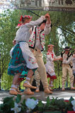 Par av rumänska folk dansare Royaltyfria Foton
