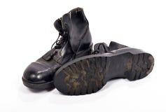 Par av skor av en brittisk soldat Arkivfoto