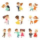 Par av små ungar som dansar modern och klassisk dansen för uppsättningen, utförde vid barnvektorillustrationer på en vit vektor illustrationer