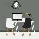 Par av stol i tomt funktionsdugligt utrymme med den datorbildskärmen och lampan Fotografering för Bildbyråer