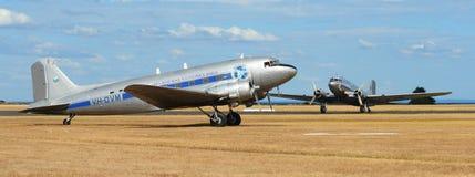 Par av tidigare RAAF-transportnivåer - DC-3 Arkivfoton