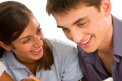 Par av tonåringar Arkivbild