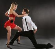 Par av unga dansare Arkivfoto