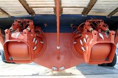 Par av waterjets i aktern av en coastguard anslöt i drydock arkivbilder