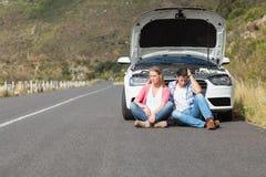 Par efter en bilsammanbrott royaltyfri bild