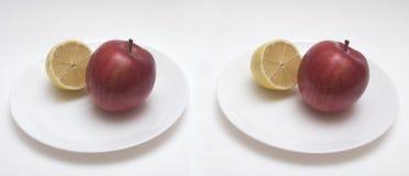 Par estéreo de limón y de manzana Fotos de archivo libres de regalías