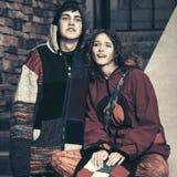 Par för barnmodehipster i stadsgata Royaltyfri Fotografi