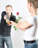 Par - henne som äter choklad - han med steg Royaltyfria Foton