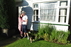 par house utanför barn Royaltyfria Bilder