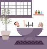Par i badrumbubbelpoolbadkar tycker om tillsammans har gyckel Royaltyfri Bild