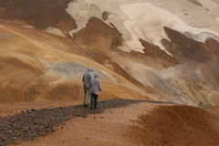 Par i bergen Arkivbilder