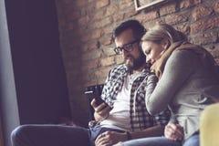 Par i ett kafé arkivbilder
