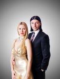 Par i romantiskt förälskelsebegrepp Arkivfoton