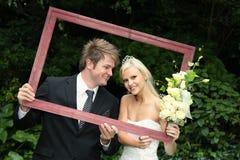 par inramnintt lyckligt bröllop Arkivfoton