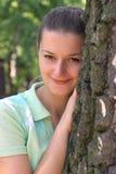 Par l'arbre Images stock