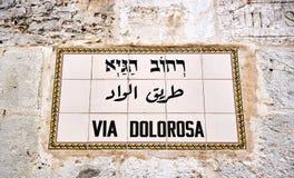 Par l'intermédiaire de la plaque de rue de Dolorosa à Jérusalem Photos stock