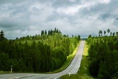 Par l'intermédiaire de la route de la Carélie en Finlande Image stock