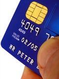 Par la carte de crédit : Photos libres de droits