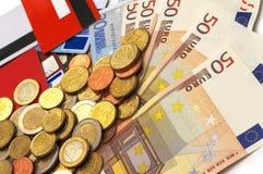 Par la carte de crédit et argent comptant Photo libre de droits