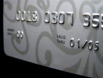 Par la carte de crédit (plan rapproché) Images libres de droits