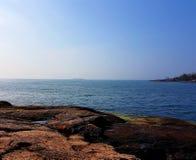 Par la mer Images stock