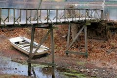 Par la rivière Photos stock