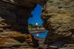 Par la roche une lumière photographie stock libre de droits