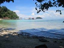 Par le bord de la mer de l'île de Langkawi Photos libres de droits