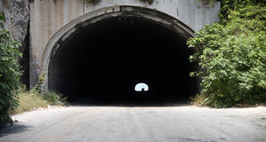 Par le tunnel Photographie stock libre de droits