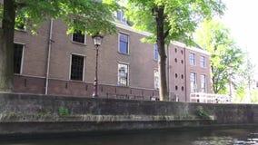 Par les canaux d'Amsterdam banque de vidéos
