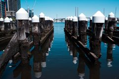 Par les quartiers des docks images libres de droits
