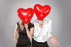 Par med ballonger i stället för ett huvud arkivfoton