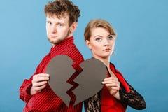 Par med bruten hjärta som bryter upp Arkivbild