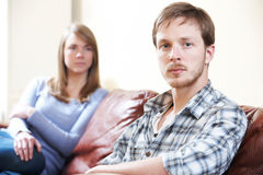 Par med förhållandesvårigheter hemma Arkivfoto