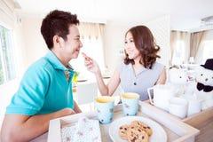 Par med frukosten Royaltyfri Fotografi