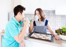 Par med frukosten royaltyfria bilder