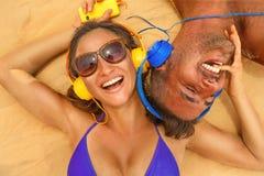Par med headphonen Fotografering för Bildbyråer