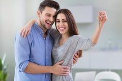 Par med tangenter till det nya hemmet Royaltyfri Bild