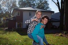Par med tangenter till det nya huset Royaltyfri Foto