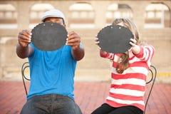 Par med tecken Fotografering för Bildbyråer