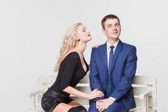 Par på bänk Royaltyfri Fotografi