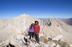 Par på berget arkivbild