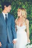 Par på bröllopdag Arkivbild