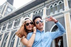 Par på domkyrkan, i pre att gifta sig Royaltyfria Bilder