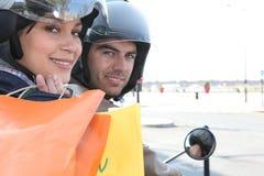 Par på en motorcykel Royaltyfri Fotografi