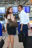 Par på flygplatsen Arkivfoton