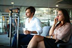 Par på flygplatsen Arkivbild