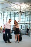 Par på flygplatsen Royaltyfri Foto