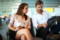Par på flygplatsen Royaltyfria Foton